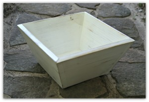 Nuovo Bowl Shown in Distressed White finish
